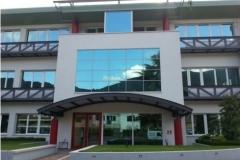 facciata-nastri-e-porta-ingresso-in-alluminio