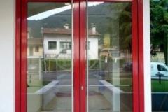 porta-due-ante-in-vetro-ingresso-e-uscita-di-sicurezza-in-alluminio