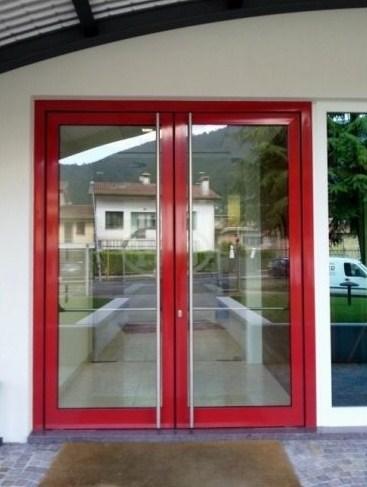 Porta due ante in vetro ingresso e uscita di sicurezza in for Porta ingresso vetro